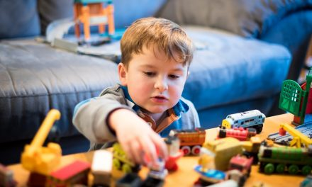 5 Reasons why I choose to buy fewer toys: Toy minimalism benefits